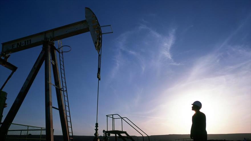 Sube precio del petróleo Brent tras la retención de un petrolero británico en el estrecho de Ormuz.