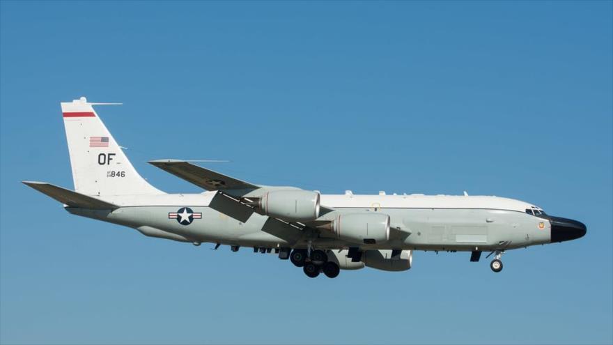 Un avión de reconocimiento Boeing RC-135V Rivet Joint de EE.UU.