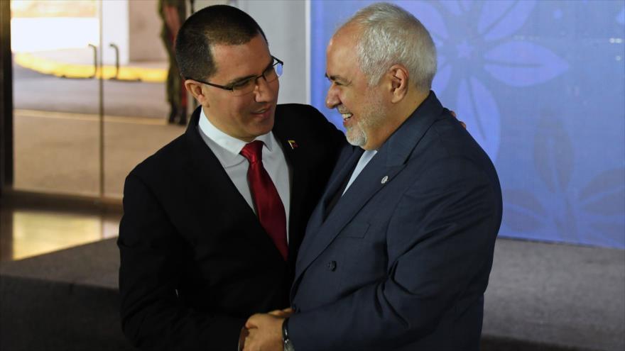 Los cancilleres de Irán y Venezuela, Mohamad Yavad Zarif (dcha.) y Jorge Arreaza, respectivamente, en Caracas, 20 de julio de 2019.