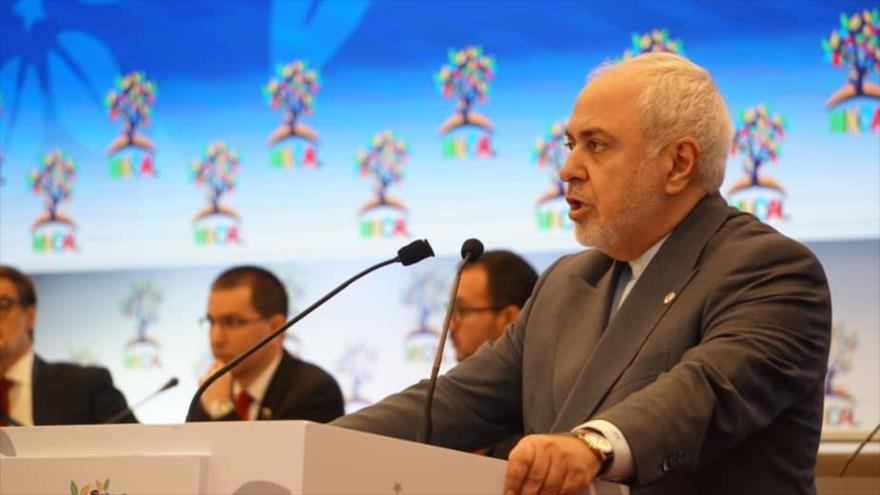 Zarif afirma que 'aventurismo radical' de EEUU socava la paz mundial