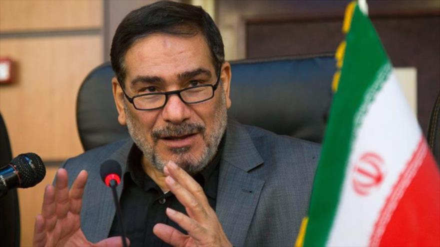 El secretario del Consejo Supremo de Seguridad Nacional de Irán, Ali Shamjani, habla con la prensa.