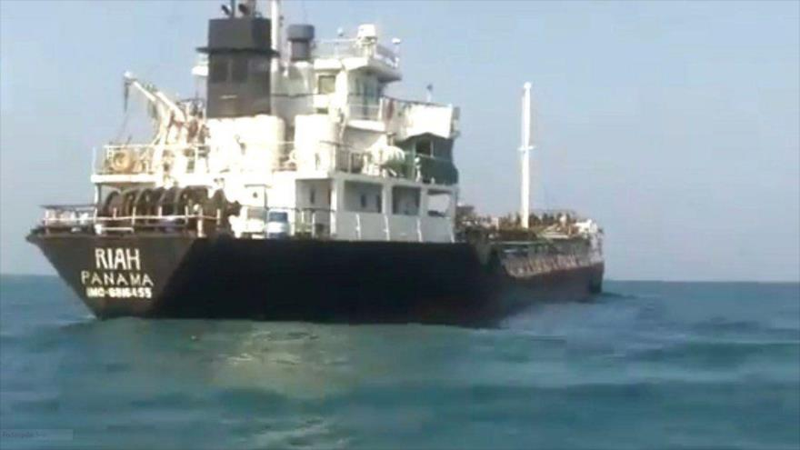 El petrolero Riah, remolcado por Irán a sus aguas territoriales en el estrecho de Ormuz.