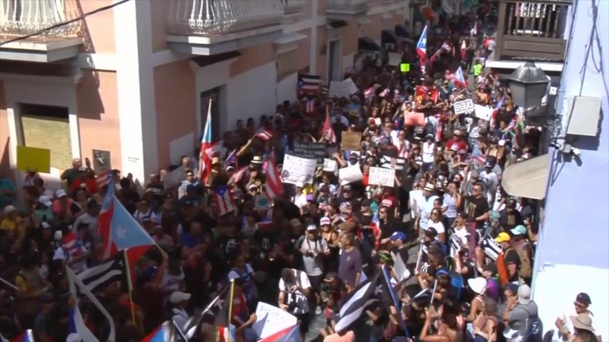 Puertorriqueños piden la renuncia del gobernador Ricardo Rosselló