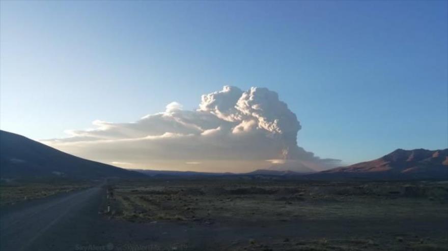 Perú declara estado de emergencia tras erupción del volcán Ubinas