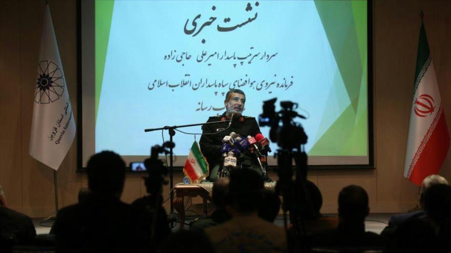 El comandante de la División Aeroespacial del CGRI de Irán, el general de brigada Amir Ali Hayizade, en una conferencia de prensa.