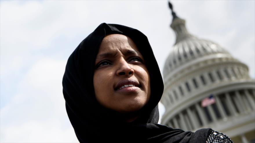 La legisladora musulmana de EE.UU. Ilhan Omar en una marcha, Washington, 15 e marzo de 2019. (Foto: AFP)