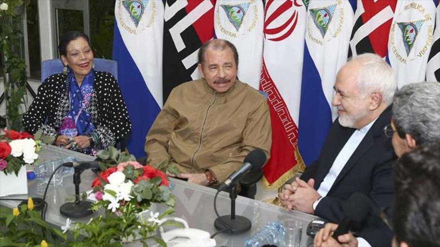 Desde la derecha, el canciller de Irán, Mohamad Yavad Zarif, el presidente y la vicepresidenta de Nicaragua, Daniel Ortega y Rosario Murillo, 22 de julio de 2019.
