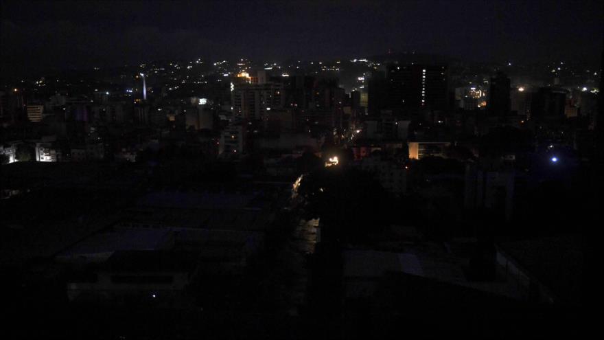 Una vista de la ciudad de Caracas (capital de Venezuela) durante el gigantesco apagón , 22 de julio de 2019. (Foto: AFP)