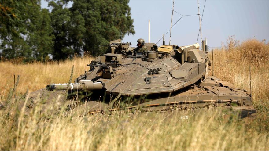 Un tanque israelí en los ocupados altos del Golán sirios, 2 de junio de 2019. (Foto: AFP)