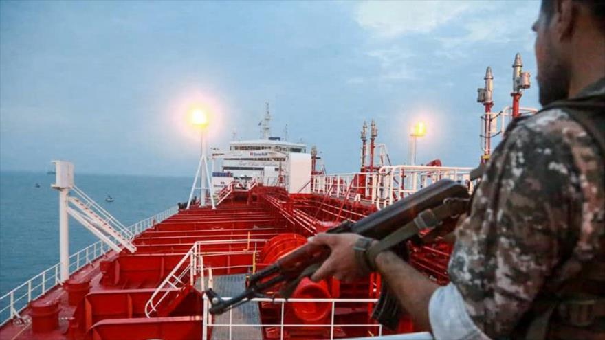 Un miembro del CGRI de Irán a bordo del petróleo británico Stena Impero, 22 de julio de 2019. (Foto: IRIB)