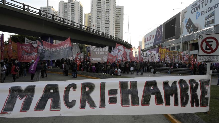 Una manifestación contra la gestión del Gobierno del presidente Mauricio Macri, Buenos Aires, capital de Argentina, 29 de mayo de 2019. (Foto: AFP)