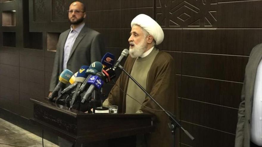 El vicesecretario general de Hezbolá, el sheij Naim Qasem, habla en un acto en una universidad libanesa, 25 de julio de 2019.