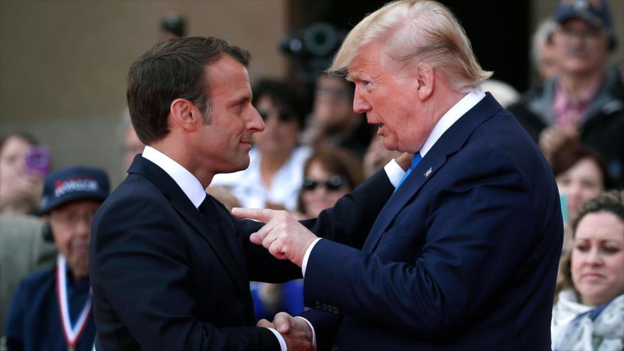 El presidente de EE.UU., Donald Trump (dcha.), y su par francés, Emmanuel Macron, en una ceremonia en Normandía, 6 de junio de 2019. (Foto: AFP)