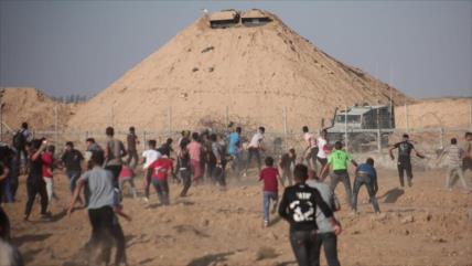 Un palestino muerto y 56 heridos por disparos israelíes en Gaza