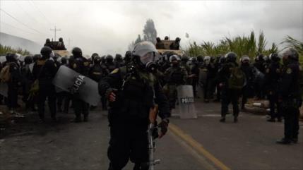 Policía de Perú reprime protestas contra proyecto minero Tía María