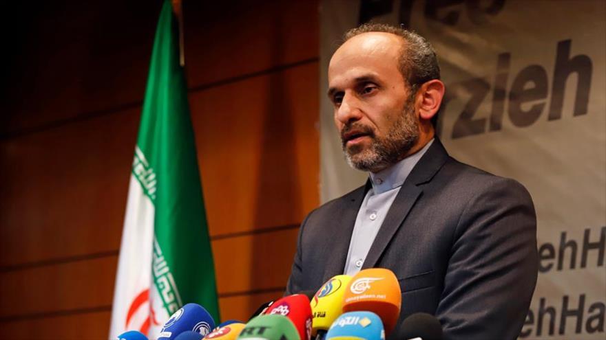 Peyman Yebeli, director del Servicio Exterior de la Organización de Radio y Televisión de Irán, en una rueda de prensa en Teherán, capital. (Foto: Mizan)
