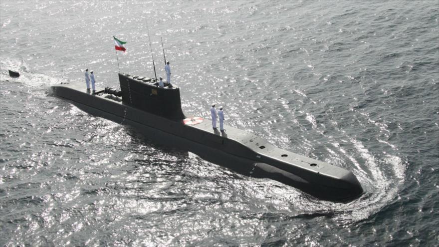 Un submarino de la Armada iraní durante un simulacro naval en el mar de Omán, 23 de febrero de 2019. (Foto: AFP)