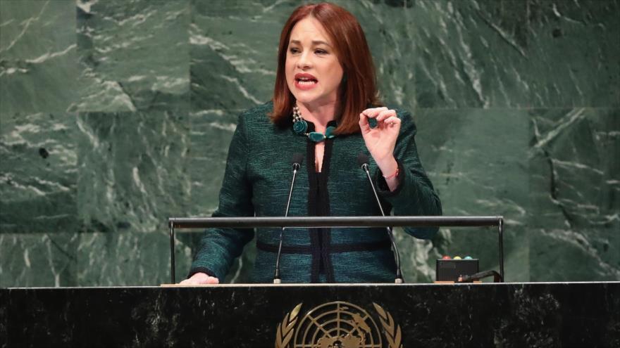 La presidenta de la Asamblea General de la ONU (AGNU), María Fernanda Espinosa, ofrece un discurso en Nueva York, 25 de septiembre de 2018. (Foto: AFP)