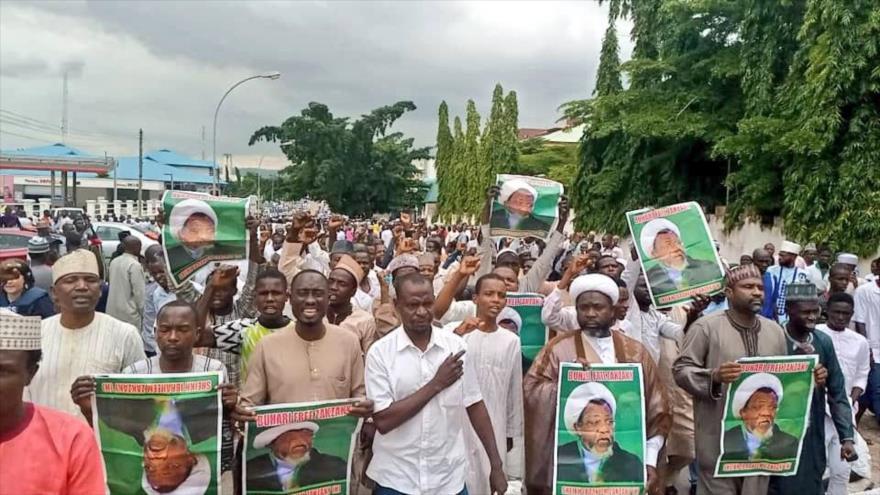 Nigerianos se manifiestan para pedir la libertad del líder musulmán el sheij Ibrahim al-Zakzaky en la ciudad capitalina de Abuya.
