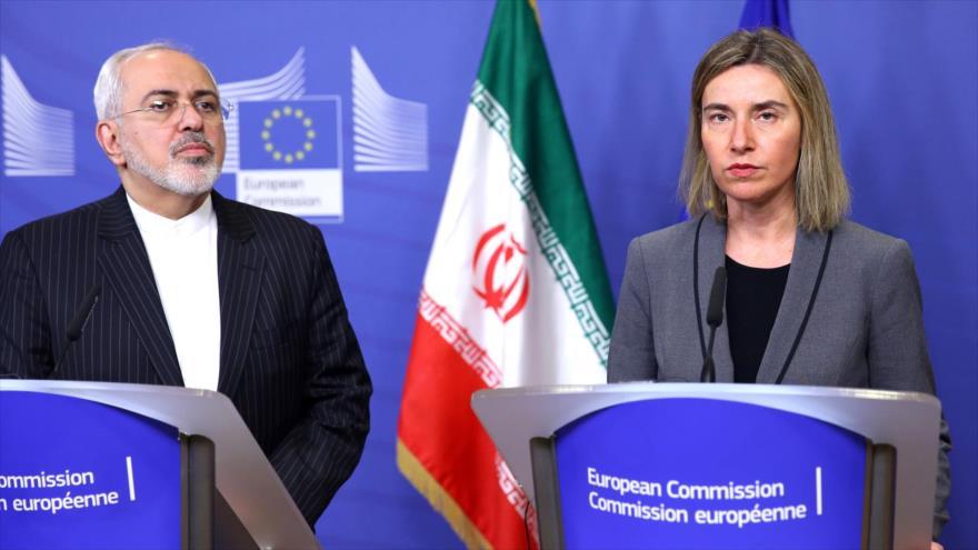 La jefa de la Diplomacia de la UE, Federica Mogherini, y el canciller iraní, Mohamad Yavad Zarif, ofrecen una rueda de prensa conjunta.