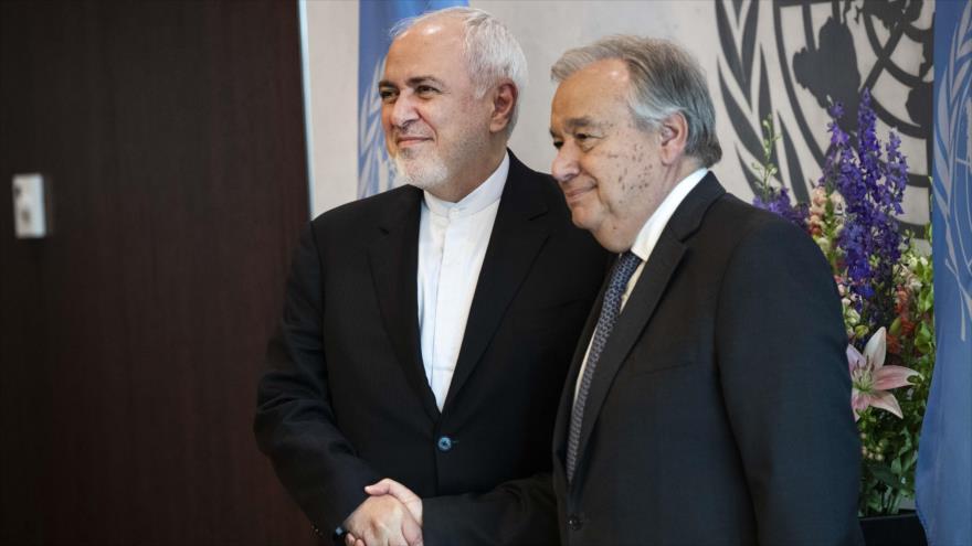 El secretario general de la ONU, Antonio Guterres (dcha.) y el canciller iraní, Mohamad Yavad Zarif, en Nueva York, 18 de julio. (Foto: AFP)