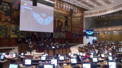 Asamblea de Ecuador da paso a enjuiciamiento penal contra Correa