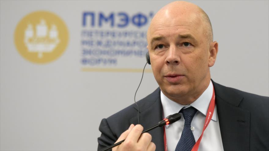 El ministro de Finanzas de Rusia, Anton Siluanov, habla en un foro económico en San Petersburgo, 6 de junio de 2019. (Foto: AFP)