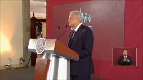 López Obrador firma compromiso de no reelección y no corrupción