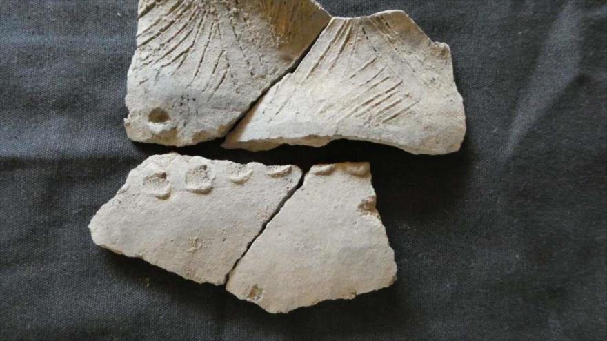 Un fragmento de una vasija de cerámica encontrada en el sitio de Real Alto, Ecuador.