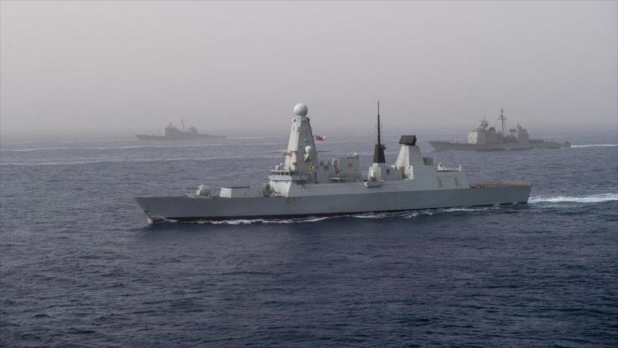 Un destructor HMS Duncan de la Marina británica en el mar Mediterráneo.