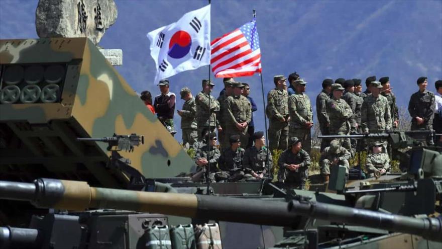 Los militares de EE.UU. y Corea del Sur realizan maniobras en las aguas de la ciudad de Pohang, en la península de Corea.