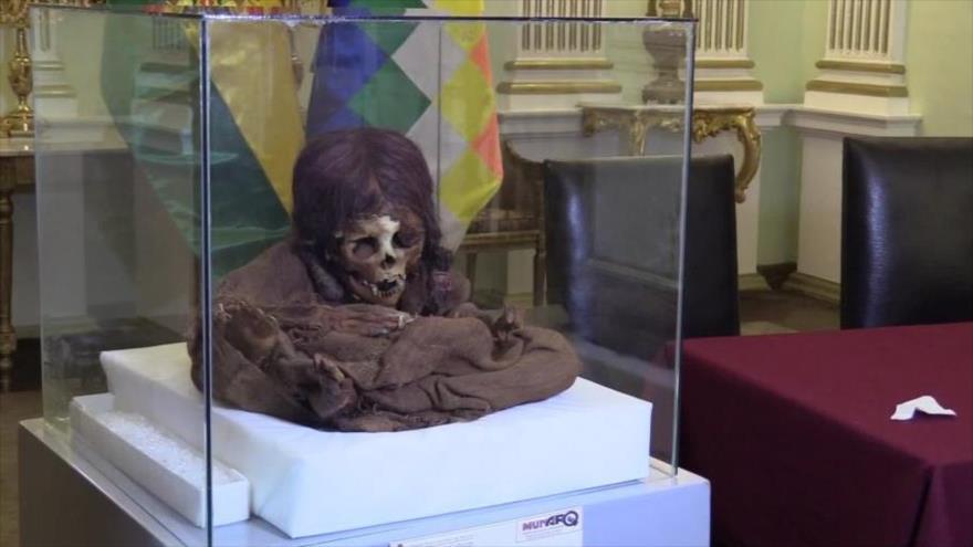 La momia de una niña de ocho años perteneciente al período prehispánico recuperada por Bolivia desde EE.UU.