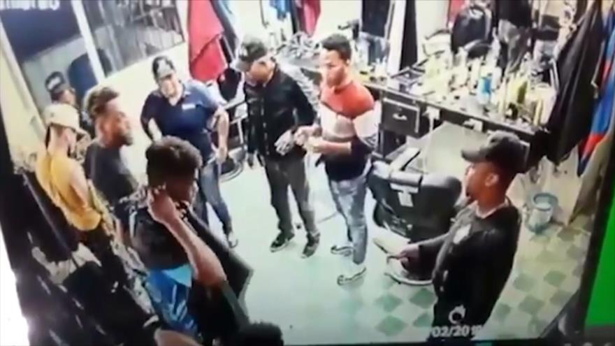 Agentes antinarcóticos de Rep. Dominicana colocan drogas a jóvenes