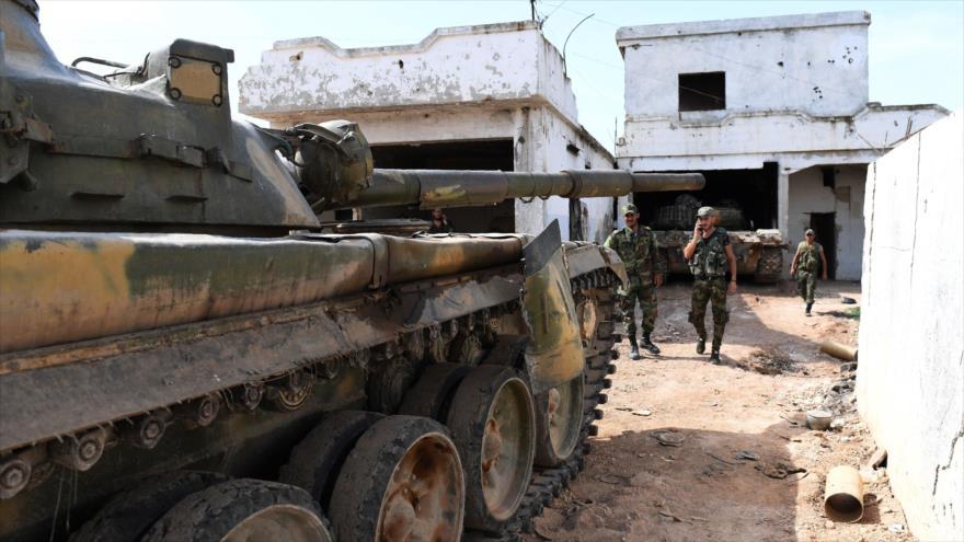 Fuerzas sirias desplegadas en la aldea Al-Yadida, en la provincia de Hama, en el centro-oeste de Siria, 9 de junio de 2019. (Foto: AFP)