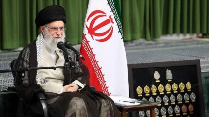 Líder iraní: Jóvenes persas deben expandir fronteras de la ciencia