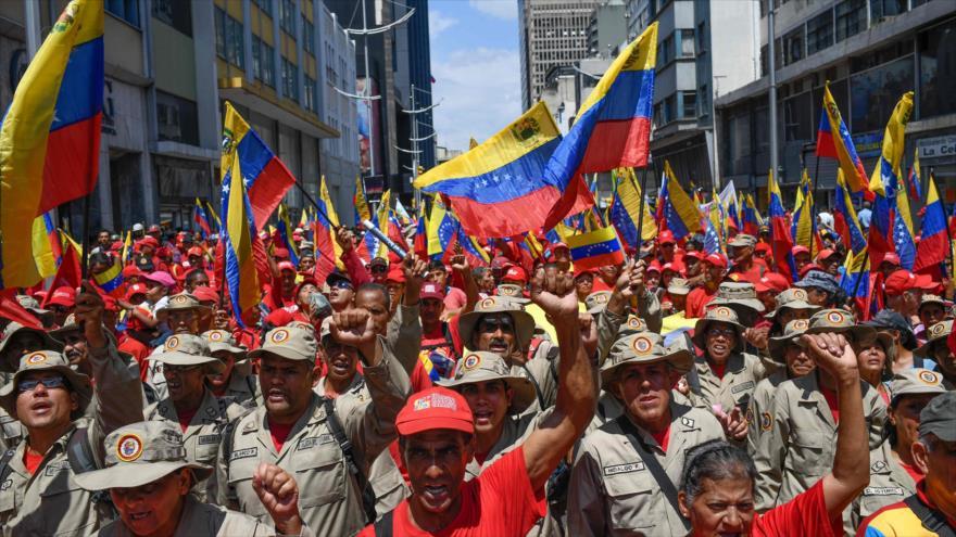 En apoyo a Maduro, venezolanos se manifiestan contra EEUU | HISPANTV