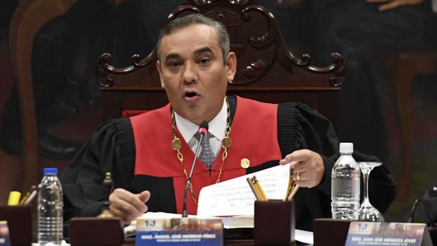 El presidente Tribunal Supremo de Justicia (TSJ) de Venezuela, magistrado Maikel Moreno, habla en una rueda de prensa, 8 de mayo de 2019. (Foto: AFP)