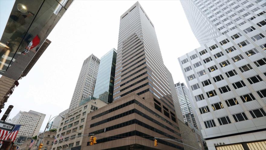 Rascacielos de 36 pisos de la Fundación Alavi en la Quinta Avenida de Manhattan, Nueva York (EE.UU.).