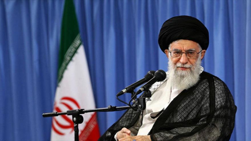 Líder de Irán urge a los peregrinos a rechazar belicismo de EEUU