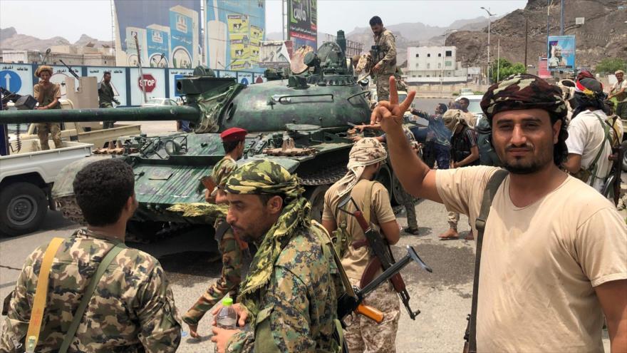 Fuerzas pro emiratíes capturan posiciones de Mansur Hadi en Adén