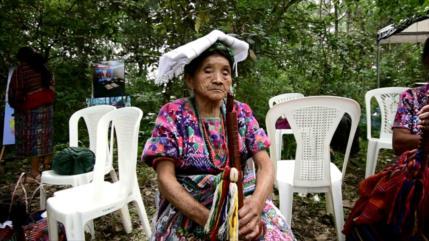 Abuelas de Plaza de Mayo comparten con familiares de desaparecidos