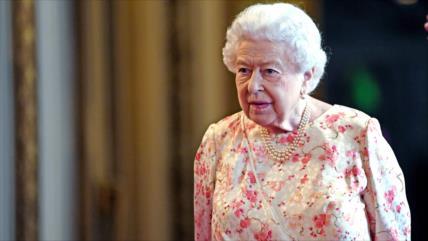 Isabel II, consternada por la incapacidad del Gobierno británico