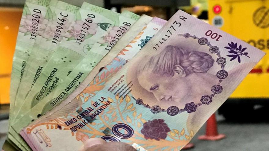 Billetes de 100 pesos, moneda argentina.