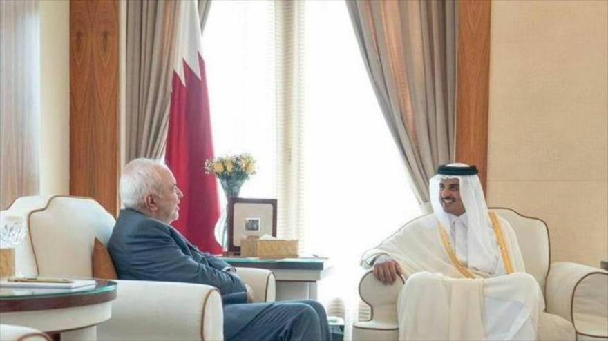 El canciller iraní, Mohamad Yavad Zarif, se reúne con el emir de Catar, el sheij Tamim bin Hamad Al Thani, en Doha, 12 de agosto de 2019.
