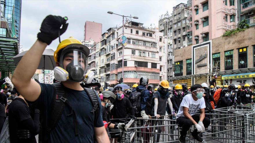 Los manifestantes se reúnen en el distrito de Sham Shui Po en una protesta en Hong Kong, 11 de agosto de 2019, (Foto: AFP)