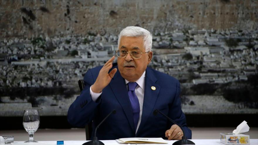 El presidente palestino, Mahmud Abás, asiste a una reunión con los líderes palestinos, Ramalá, 25 de julio de 2109. (Foto: AFP)