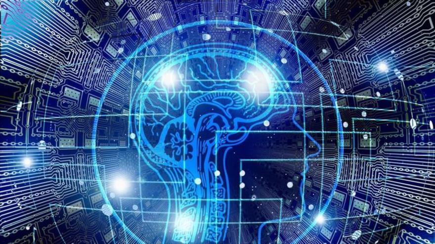 Científicos inventaron a un dispositivo que puede controlar los circuitos neuronales mediante un implante cerebral controlado por smartphones.