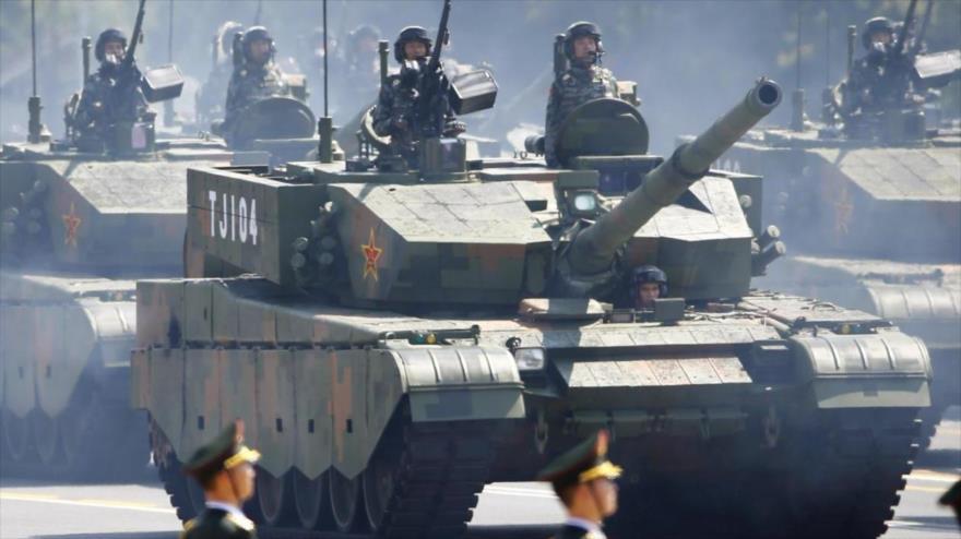 Vídeo: China envía vehículos militares a la frontera con Hong Kong