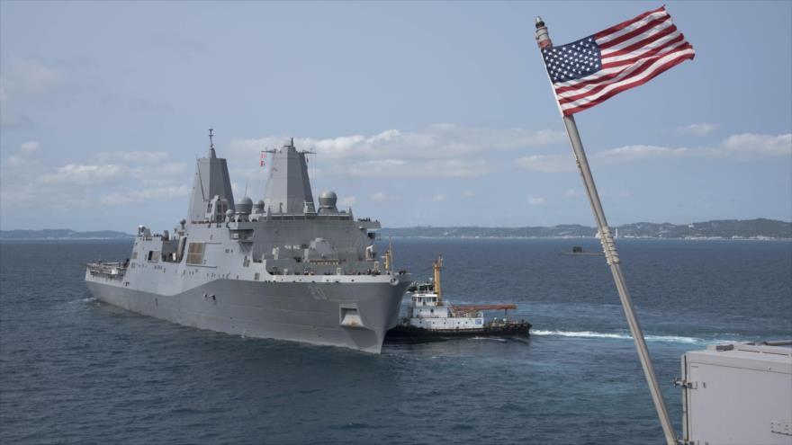 El buque de asalto anfibio estadounidense USS Green Bay en las costas de Okinawa, Japón, 18 de marzo de 2018. (Foto: amphib7flt.navy.mil)