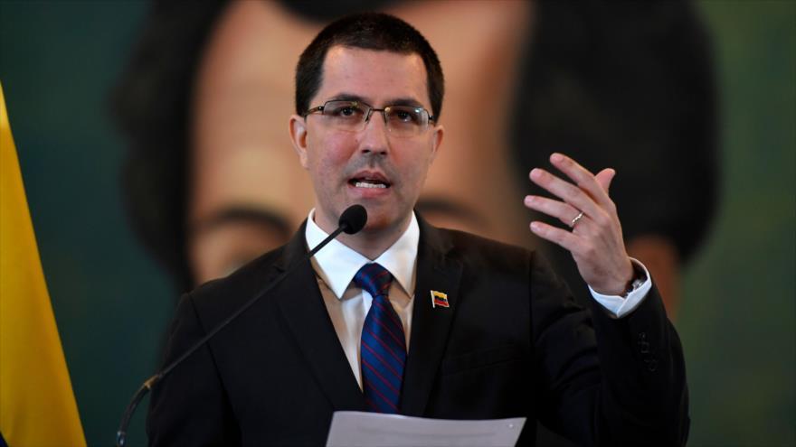 El canciller de Venezuela, Jorge Arreaza, habla en una rueda de prensa celebrada en Caracas (capital), 6 de agosto de 2019. (Foto: AFP)